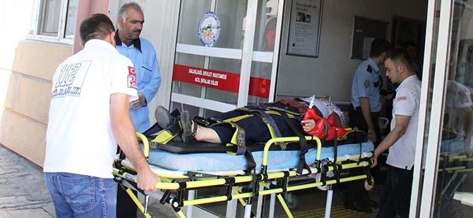Minibüs bariyerlere çarptı: 13 yaralı 3