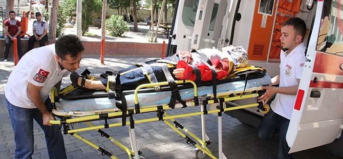 Minibüs bariyerlere çarptı: 13 yaralı 6