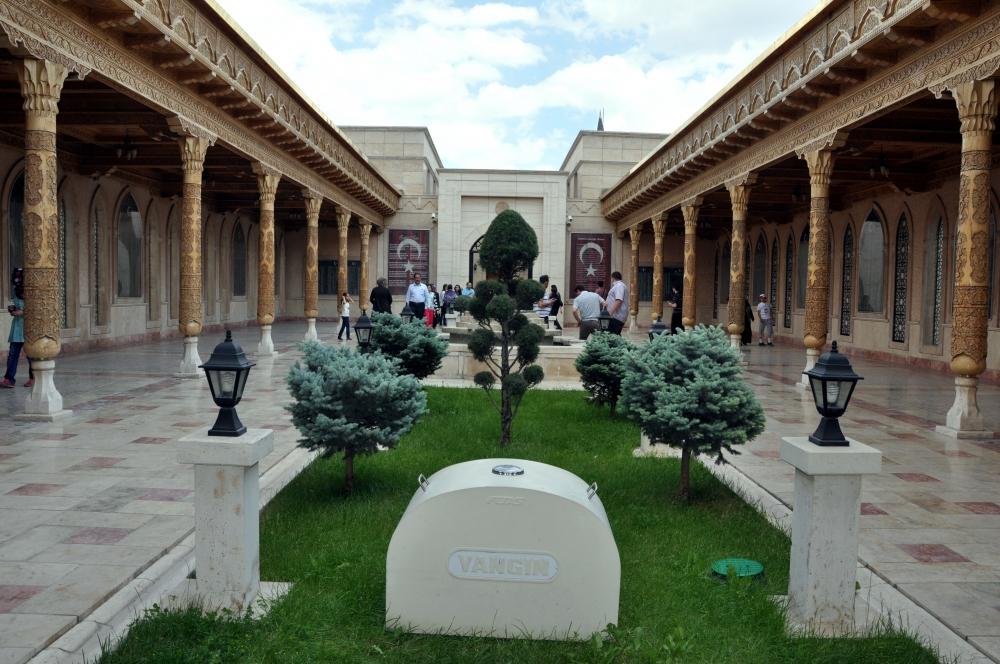 İstiklal Harbi Şehitliği'ne ziyaretçi akını 2