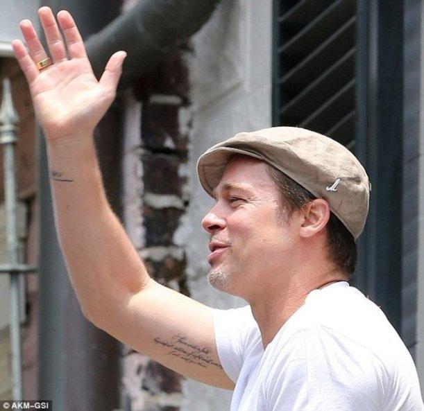 Brad Pitt Mevlana'nın sözlerini koluna yazdırdı 3
