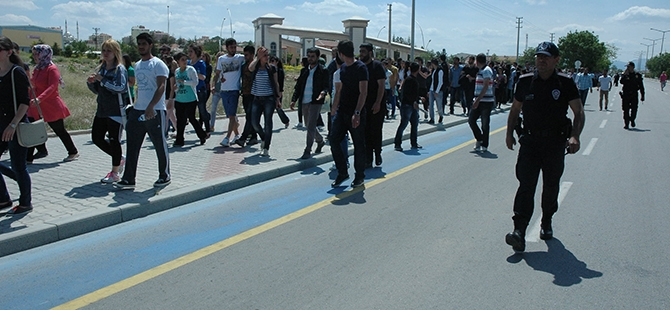 Öğrenciler bıçaklı kavgayı protesto etti 3