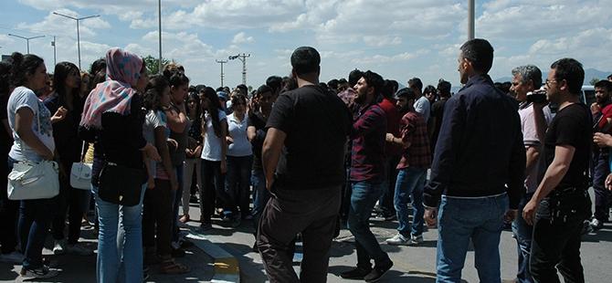 Öğrenciler bıçaklı kavgayı protesto etti 4