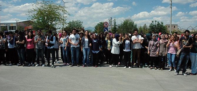 Öğrenciler bıçaklı kavgayı protesto etti 6