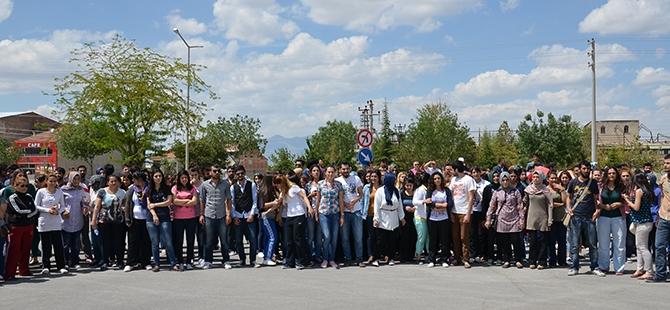 Öğrenciler bıçaklı kavgayı protesto etti 8