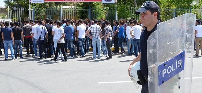 Öğrenciler bıçaklı kavgayı protesto etti 9