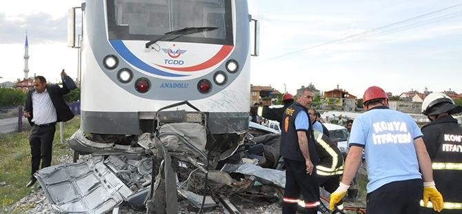 Tren otomobili biçti: 2 ölü 13
