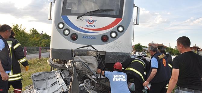 Tren otomobili biçti: 2 ölü 15