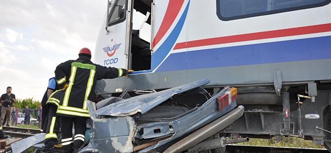 Tren otomobili biçti: 2 ölü 16
