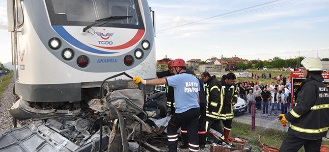 Tren otomobili biçti: 2 ölü 17