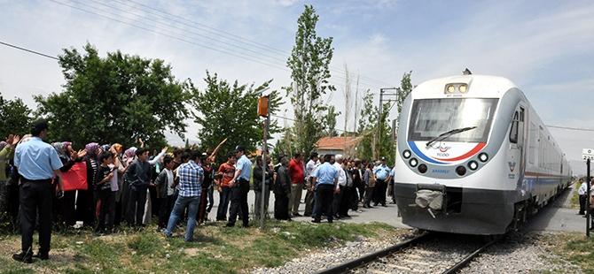 Mahalleliden tren kazalarına tepki 1