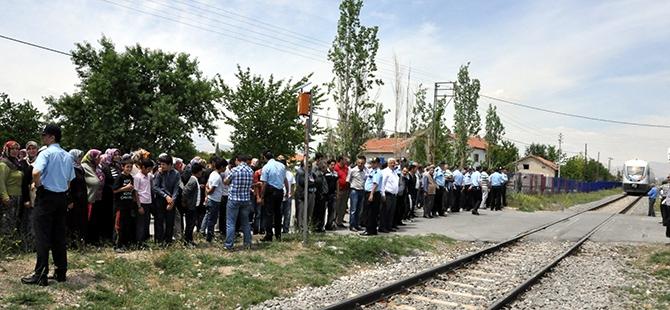 Mahalleliden tren kazalarına tepki 2