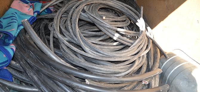 Plastik fabrikasından kablo çalındı 4