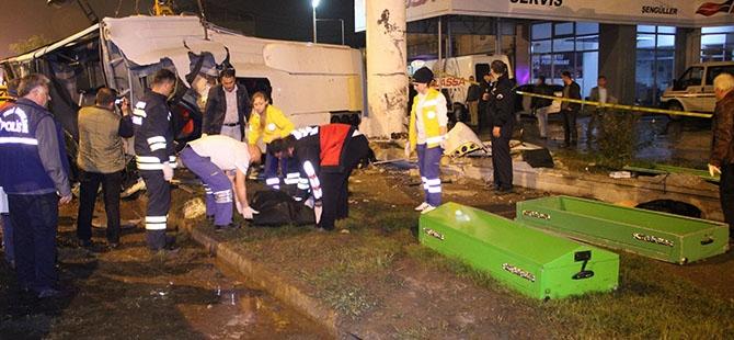 Katliam gibi kaza: 4 ölü, 16 yaralı 10