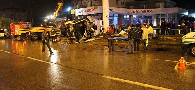 Katliam gibi kaza: 4 ölü, 16 yaralı 23
