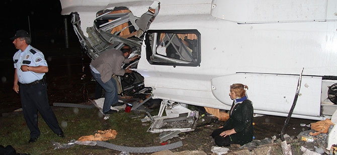Katliam gibi kaza: 4 ölü, 16 yaralı 24