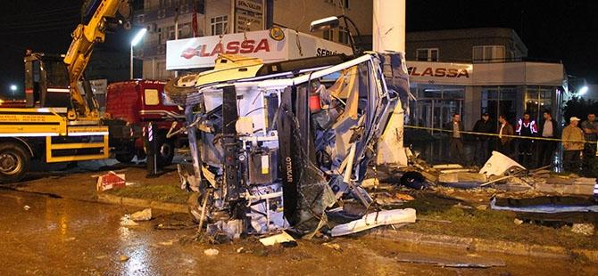 Katliam gibi kaza: 4 ölü, 16 yaralı 4