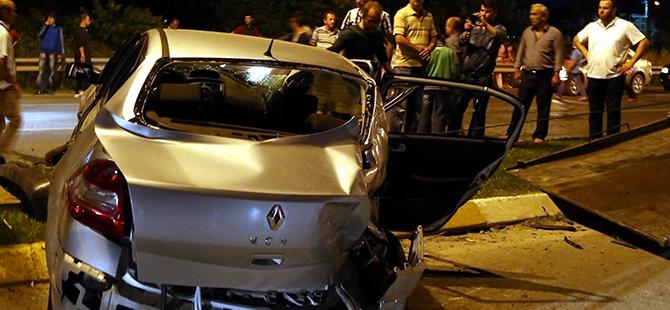 Otomobil yolcu minibüsüne çarptı: 17 yaralı 2