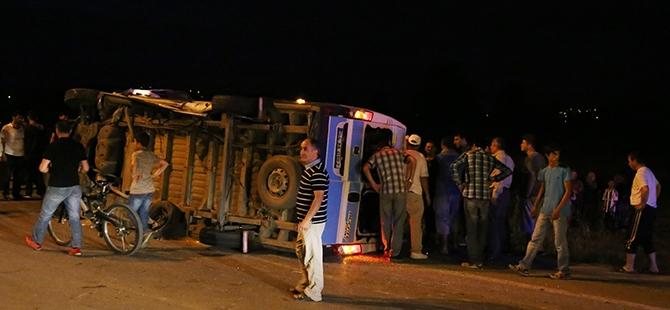 Otomobil yolcu minibüsüne çarptı: 17 yaralı 3