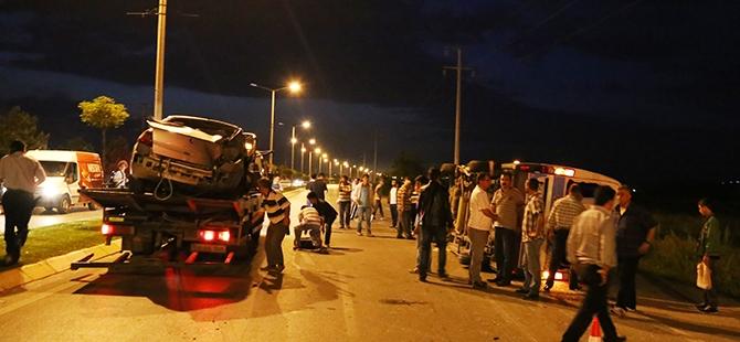Otomobil yolcu minibüsüne çarptı: 17 yaralı 4