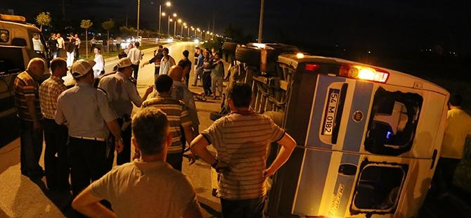 Otomobil yolcu minibüsüne çarptı: 17 yaralı 5