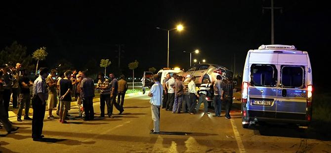Otomobil yolcu minibüsüne çarptı: 17 yaralı 7