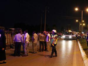 Otomobil yolcu minibüsüne çarptı: 17 yaralı