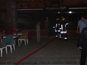 Kafede yangın paniğe yol açtı