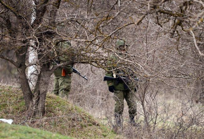 Rus askerler Kırım'a çadır kurdu! 13