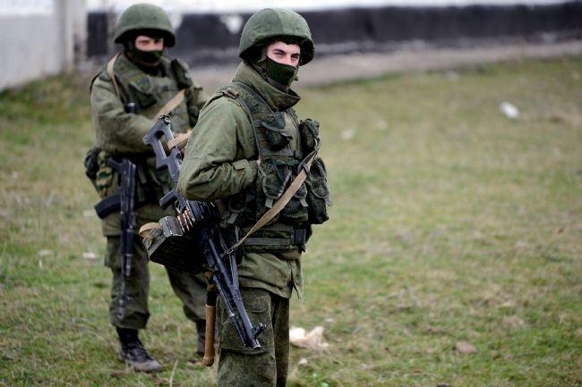 Rus askerler Kırım'a çadır kurdu! 16