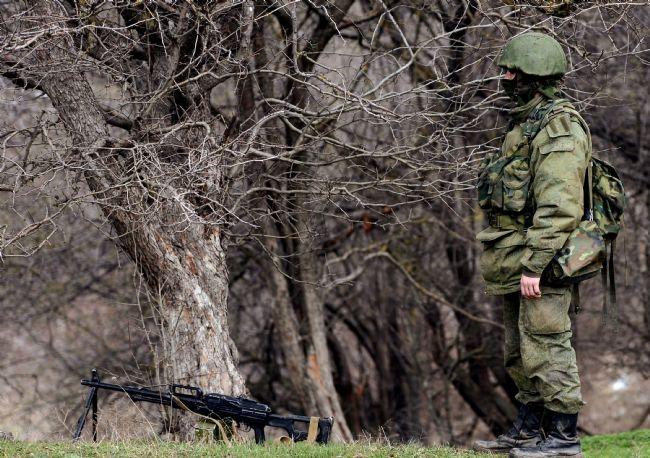 Rus askerler Kırım'a çadır kurdu! 17