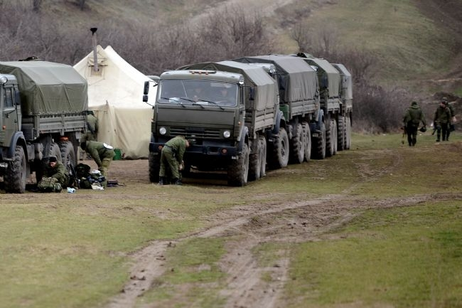 Rus askerler Kırım'a çadır kurdu! 3