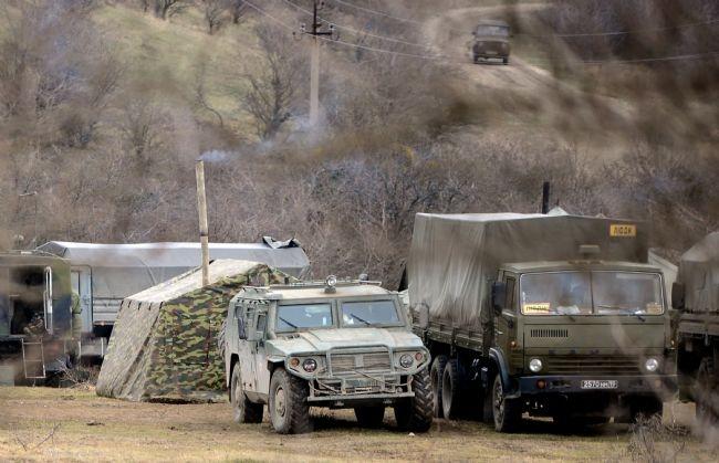 Rus askerler Kırım'a çadır kurdu! 5