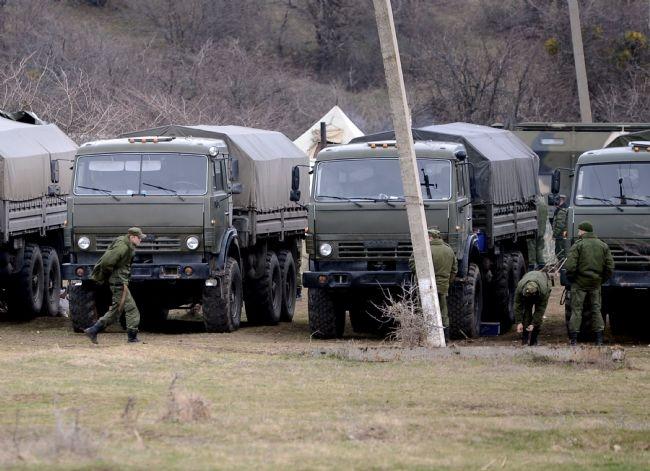 Rus askerler Kırım'a çadır kurdu! 6