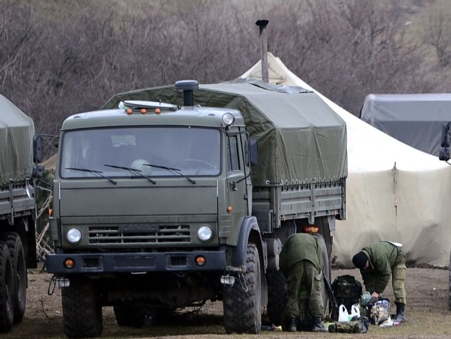 Rus askerler Kırım'a çadır kurdu! 7