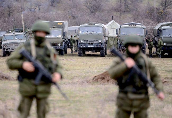 Rus askerler Kırım'a çadır kurdu! 9