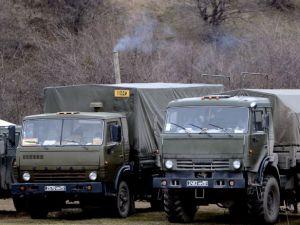 Rus askerler Kırım'a çadır kurdu!