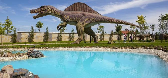 Bozkırın ortasında dinozor sesleri 35
