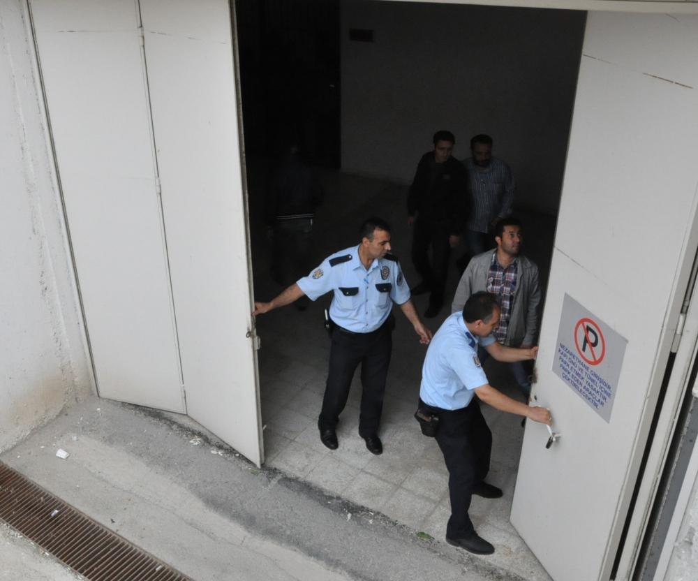 SÜ'de öğretim üyesi bıçaklanarak öldürüldü 13