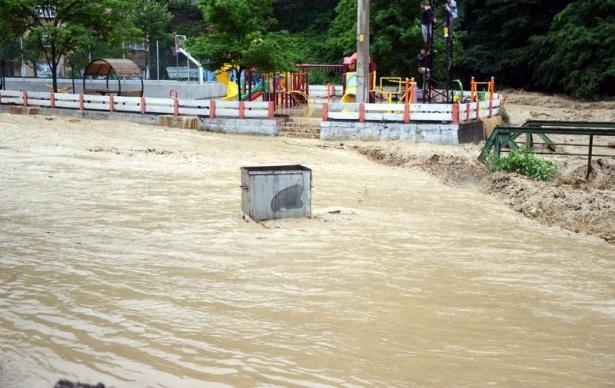 Zonguldak sular altında kaldı 7