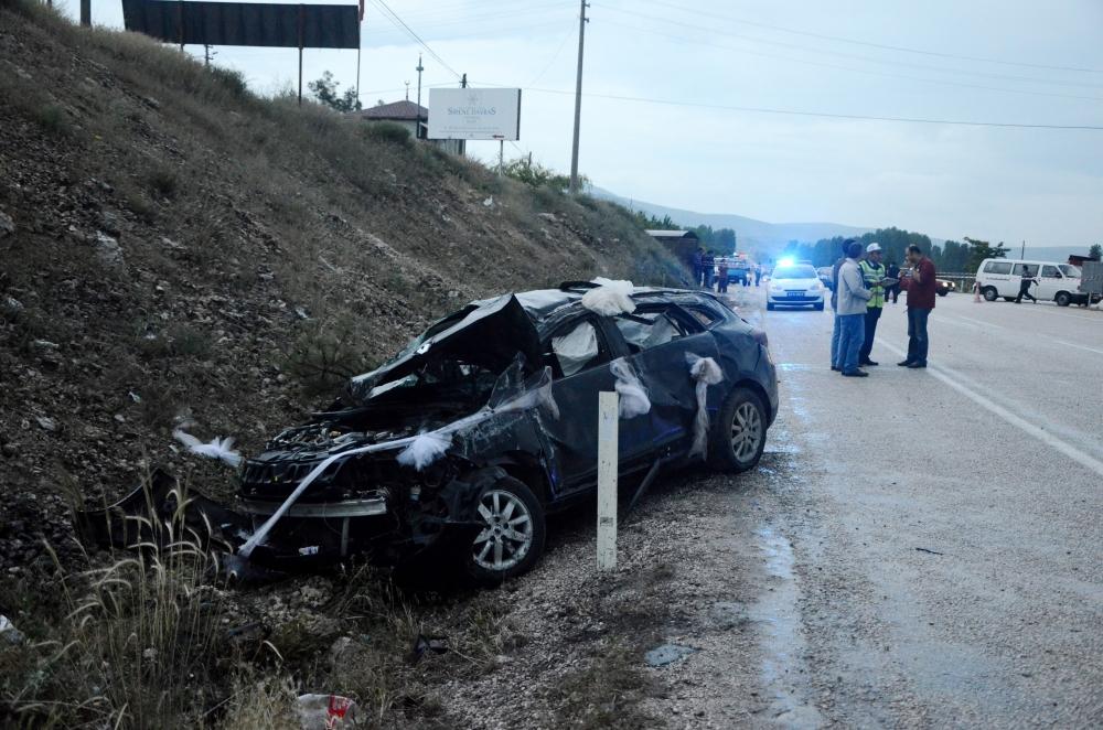 Kazada gelin öldü, damat yaralandı 2