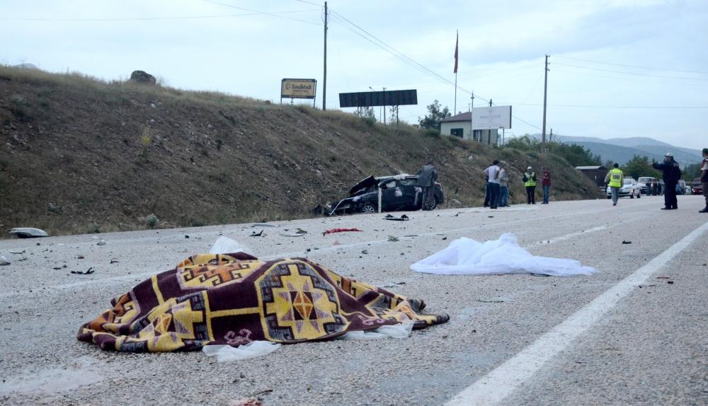 Kazada gelin öldü, damat yaralandı 4
