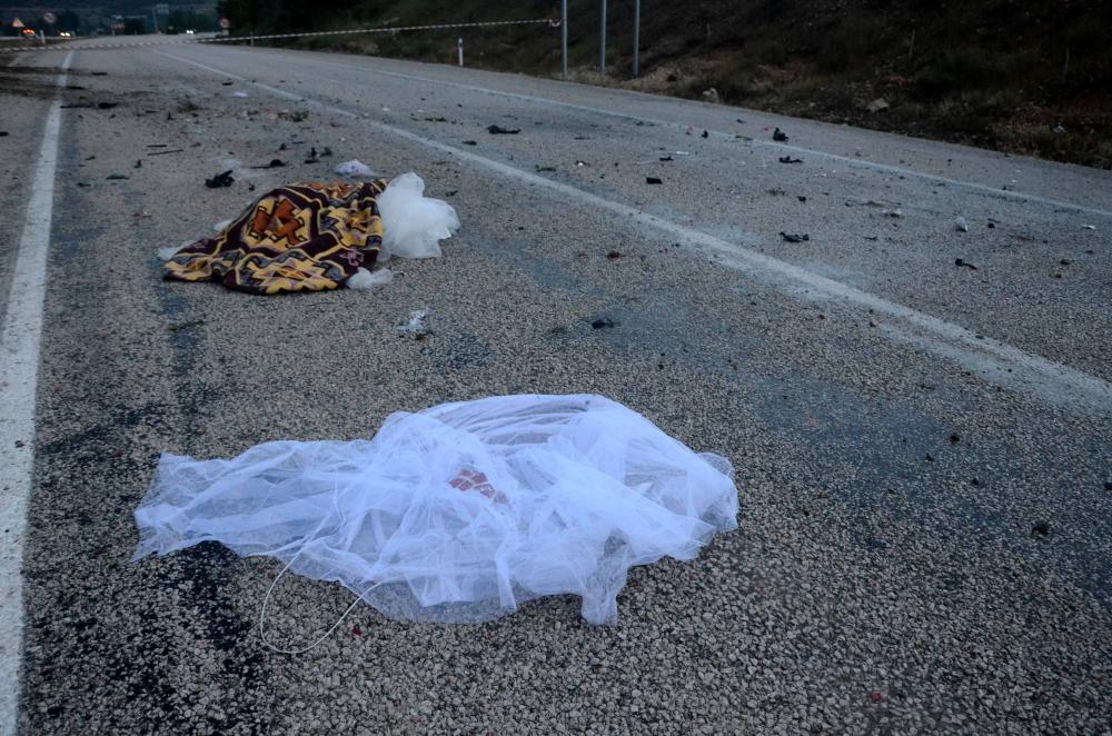 Kazada gelin öldü, damat yaralandı 6