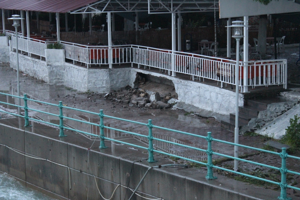 Beyşehir'de su baskınları yaşandı 9