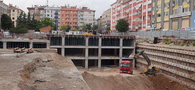 Konevi Meydanında inşaat sürüyor 25