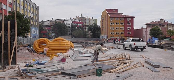 Konevi Meydanında inşaat sürüyor 4