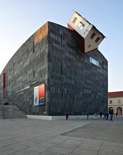 Dünyanın en tuhaf binaları 1