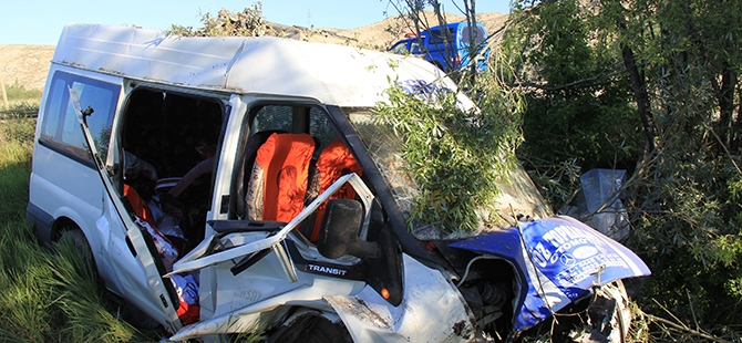 Sivas'ta trafik kazası: 16 yaralı, 1 ölü 5