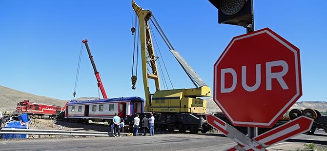Tren İle Tır Çarpıştı: 1 Ölü, 2 Yaralı 12