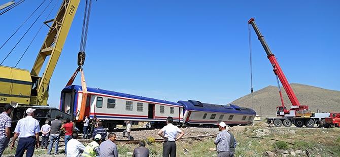 Tren İle Tır Çarpıştı: 1 Ölü, 2 Yaralı 5