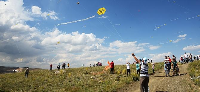 Akyürek, çocukların uçurtma sevincini paylaştı 7